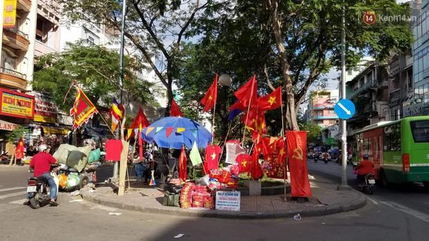 Cổ động viên cả nước vỡ òa cảm xúc với chiến thắng 2-1 của đội tuyển Việt Nam ngay trên sân khách - Ảnh 1.