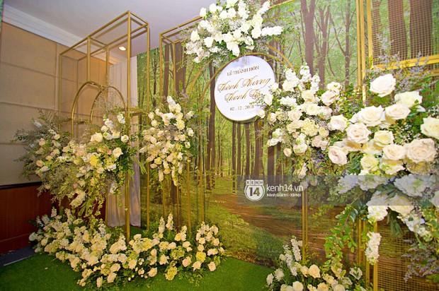 Không gian đám cưới ngập tràn sắc hoa của Á hậu Thanh Tú và ông xã đại gia 40 tuổi - Ảnh 6.