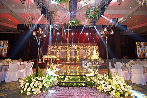 Không gian đám cưới ngập tràn sắc hoa của Á hậu Thanh Tú và ông xã đại gia 40 tuổi - Ảnh 3.
