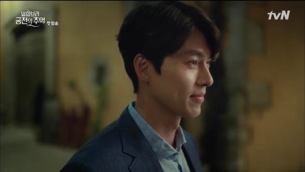 """Mới tập đầu """"Memories of the Alhambra"""", Hyun Bin đã bị Park Shin Hye """"hành"""" cho lên bờ xuống ruộng - Ảnh 3."""