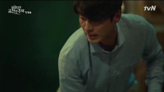 """Mới tập đầu """"Memories of the Alhambra"""", Hyun Bin đã bị Park Shin Hye """"hành"""" cho lên bờ xuống ruộng - Ảnh 9."""