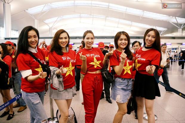 Những CĐV nữ xinh đẹp khiến trận bán kết lượt đi giữa Việt Nam - Philippines trở nên sôi động hơn bao giờ hết - Ảnh 1.
