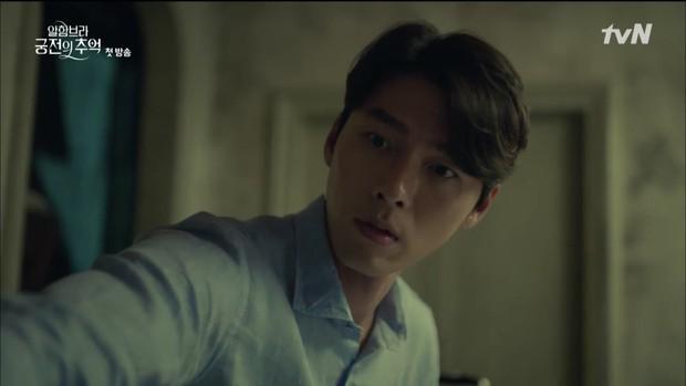 """Mới tập đầu """"Memories of the Alhambra"""", Hyun Bin đã bị Park Shin Hye """"hành"""" cho lên bờ xuống ruộng - Ảnh 13."""
