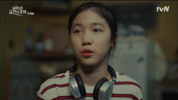 """Mới tập đầu """"Memories of the Alhambra"""", Hyun Bin đã bị Park Shin Hye """"hành"""" cho lên bờ xuống ruộng - Ảnh 16."""