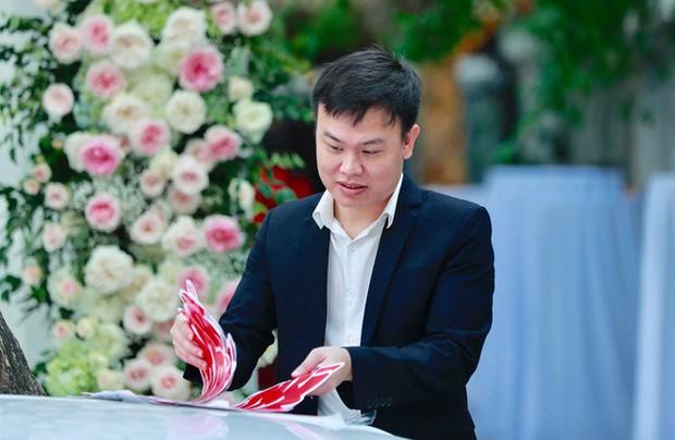 Chú rể đại gia, hơn 16 tuổi dùng xe sang 30 tỷ đón Á hậu Thanh Tú về dinh - Ảnh 2.