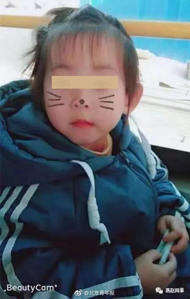Trung Quốc: Mẹ tử vong, thi thể con gái biến mất khó hiểu sau vụ đụng xe nghiêm trọng  - Ảnh 1.
