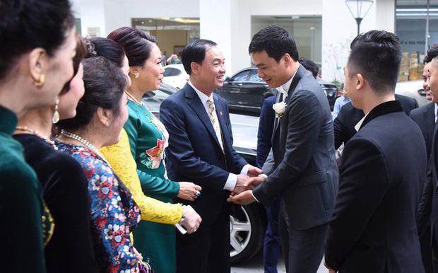 Chú rể đại gia, hơn 16 tuổi dùng xe sang 30 tỷ đón Á hậu Thanh Tú về dinh - Ảnh 9.