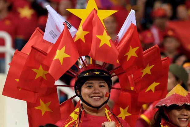 Gạt bỏ kèn Vuvuzela, CĐV Việt Nam vẫn còn nhiều cách để khiến đối thủ nể phục - Ảnh 3.