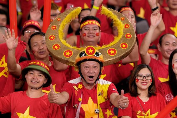 Gạt bỏ kèn Vuvuzela, CĐV Việt Nam vẫn còn nhiều cách để khiến đối thủ nể phục - Ảnh 4.