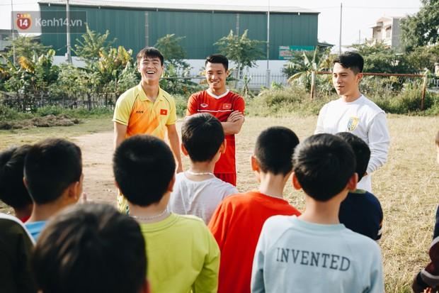 Đỗ Duy Mạnh: Chuyện cậu bé nhặt bóng 10 năm trước và người hùng sau vô địch AFF Cup 2018 - Ảnh 1.
