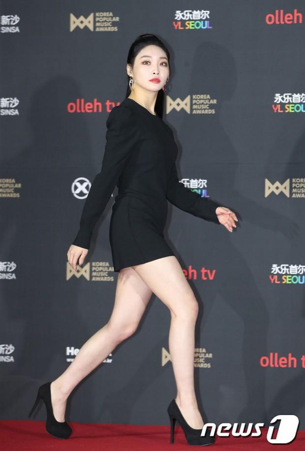 Thảm đỏ hot nhất hôm nay: MAMAMOO đè bẹp Red Velvet nhờ hở đến nhức mắt, Wanna One và NCT điển trai như hoàng tử - Ảnh 24.