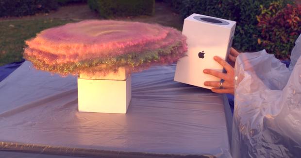 Kỹ sư NASA trổ tài bắt trộm đỉnh cao: Dùng đồ Apple làm bẫy, chế cả bom thối phun kim tuyến cho nhớ đời - Ảnh 1.