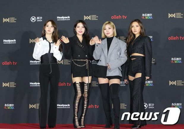 Thảm đỏ hot nhất hôm nay: MAMAMOO đè bẹp Red Velvet nhờ hở đến nhức mắt, Wanna One và NCT điển trai như hoàng tử - Ảnh 6.