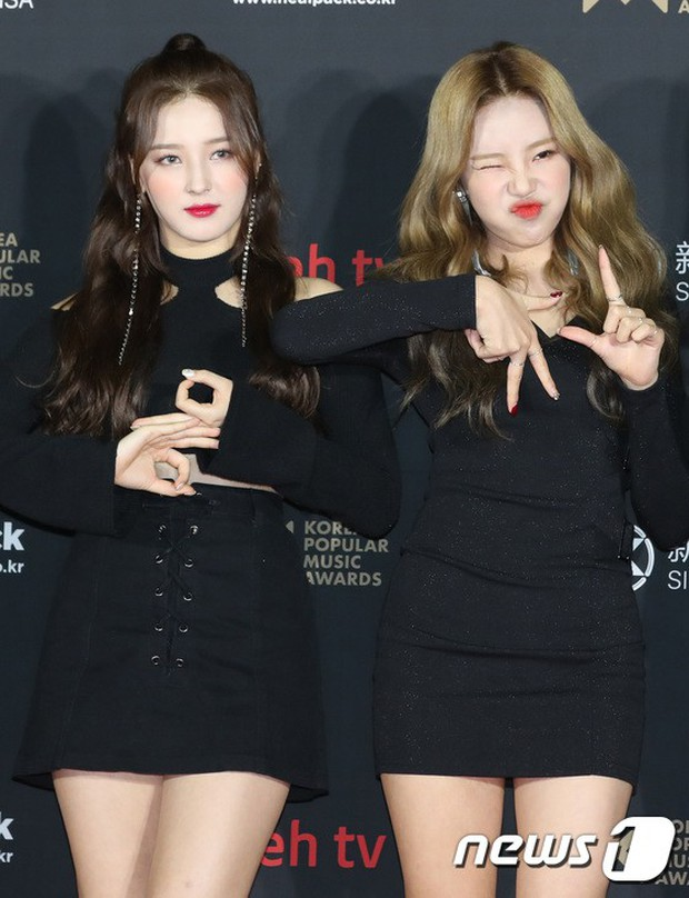Thảm đỏ hot nhất hôm nay: MAMAMOO đè bẹp Red Velvet nhờ hở đến nhức mắt, Wanna One và NCT điển trai như hoàng tử - Ảnh 10.