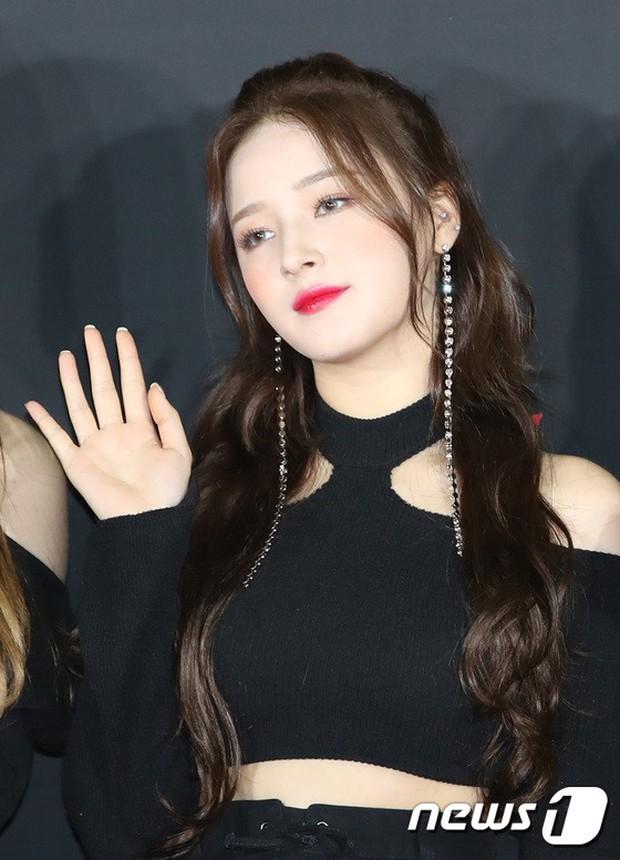Thảm đỏ hot nhất hôm nay: MAMAMOO đè bẹp Red Velvet nhờ hở đến nhức mắt, Wanna One và NCT điển trai như hoàng tử - Ảnh 11.