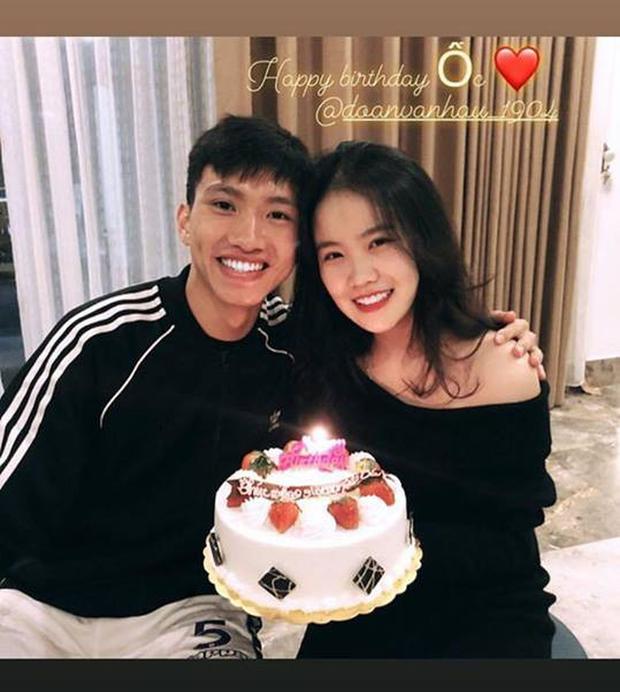 Văn Hậu rạng rỡ cùng bạn gái xinh đẹp đón sinh nhật trước khi hội quân - Ảnh 1.