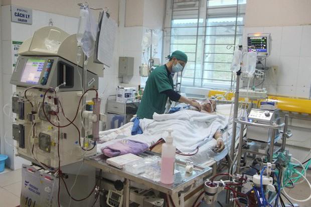 Ăn tiết canh lợn, người đàn ông nhập viện trong tình trạng nguy kịch - Ảnh 2.