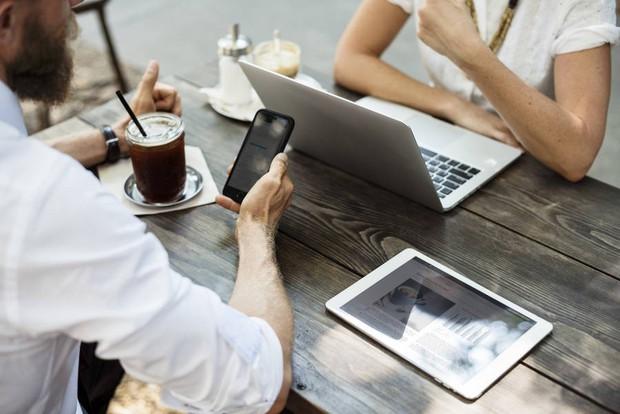 Sự thật phũ phàng: Smartphone đáng giá hơn cả bạn bè, đồng nghiệp trên thang điểm tình cảm con người - Ảnh 2.