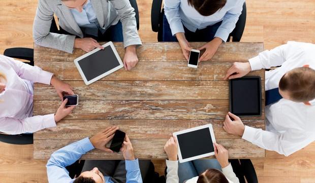 Sự thật phũ phàng: Smartphone đáng giá hơn cả bạn bè, đồng nghiệp trên thang điểm tình cảm con người - Ảnh 1.