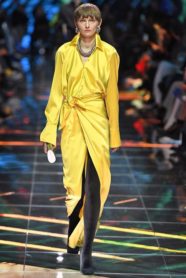 Bà Michelle Obama chưa bao giờ ăn diện gắt như thế này nhưng gây thổn thức nhất là giá của đôi boot chói lòa - Ảnh 2.