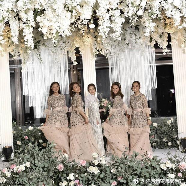 Thay liền 3 bộ váy cưới đẹp như mơ, Chung Hân Đồng lại khiến dân tình say lòng vì quá đỗi xinh đẹp - Ảnh 11.
