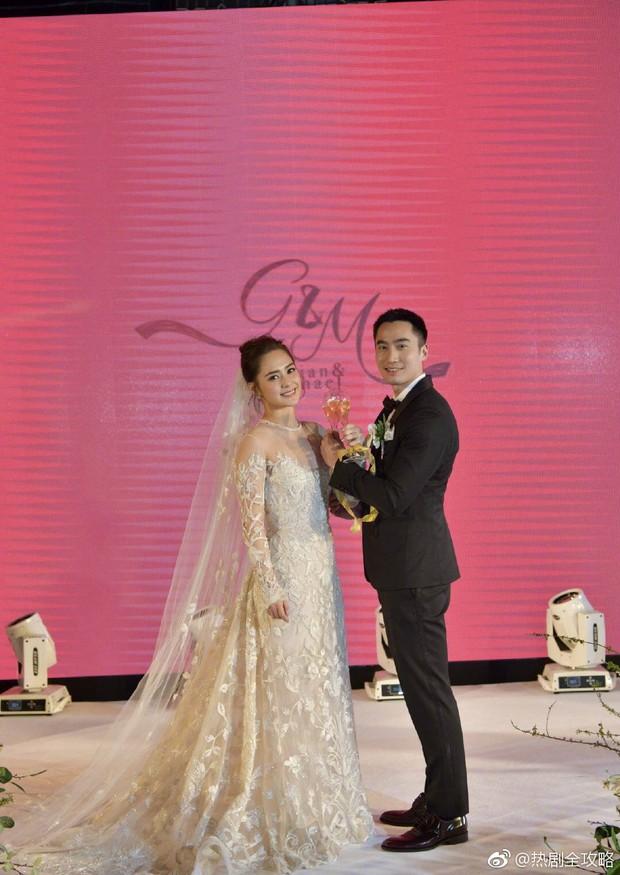 Thay liền 3 bộ váy cưới đẹp như mơ, Chung Hân Đồng lại khiến dân tình say lòng vì quá đỗi xinh đẹp - Ảnh 4.