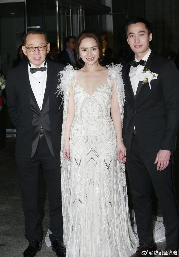 Thay liền 3 bộ váy cưới đẹp như mơ, Chung Hân Đồng lại khiến dân tình say lòng vì quá đỗi xinh đẹp - Ảnh 1.