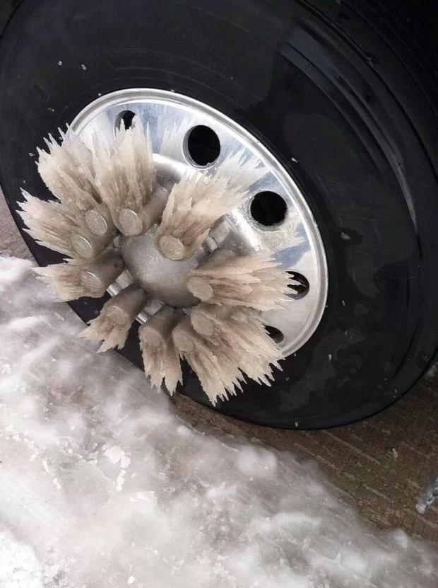 Chùm ảnh rét run: Băng tuyết chỉ lãng mạn trên phim, thực tế lại lạnh lẽo buốt giá như thế này - Ảnh 2.