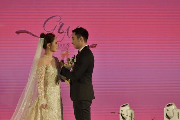 Thay liền 3 bộ váy cưới đẹp như mơ, Chung Hân Đồng lại khiến dân tình say lòng vì quá đỗi xinh đẹp - Ảnh 6.