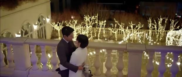 """""""Encounter"""" tập 8: Xem Song Hye Kyo - Park Bo Gum hôn môi ngọt ngào mà lòng buồn hiu hắt - Ảnh 39."""