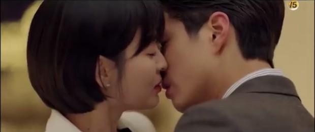 """""""Encounter"""" tập 8: Xem Song Hye Kyo - Park Bo Gum hôn môi ngọt ngào mà lòng buồn hiu hắt - Ảnh 37."""