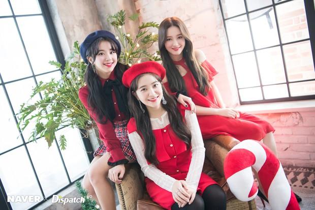 Bộ ảnh Giáng sinh của hội em út gây tranh cãi: Đẹp là thế, nữ thần lai Nancy lép vế trước mỹ nhân TWICE, Red Velvet - Ảnh 3.