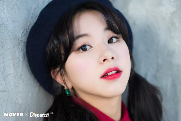 Bộ ảnh Giáng sinh của hội em út gây tranh cãi: Đẹp là thế, nữ thần lai Nancy lép vế trước mỹ nhân TWICE, Red Velvet - Ảnh 8.