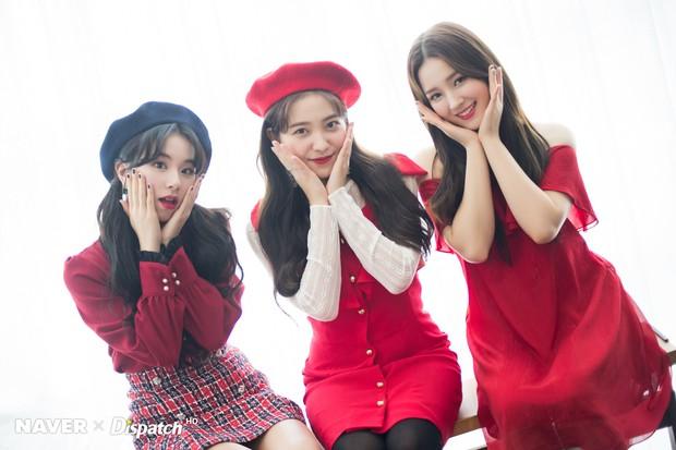 Bộ ảnh Giáng sinh của hội em út gây tranh cãi: Đẹp là thế, nữ thần lai Nancy lép vế trước mỹ nhân TWICE, Red Velvet - Ảnh 2.