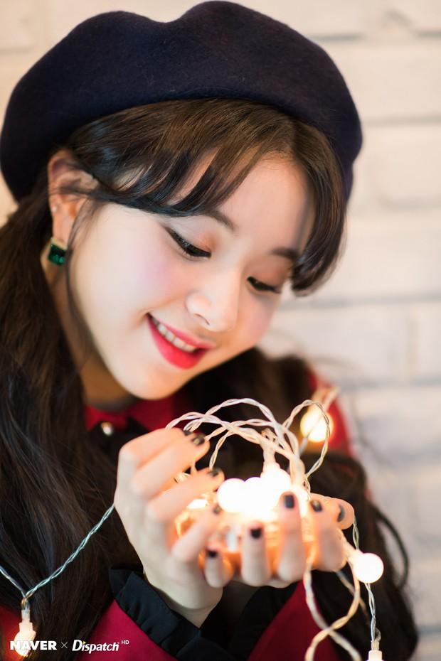 Bộ ảnh Giáng sinh của hội em út gây tranh cãi: Đẹp là thế, nữ thần lai Nancy lép vế trước mỹ nhân TWICE, Red Velvet - Ảnh 7.