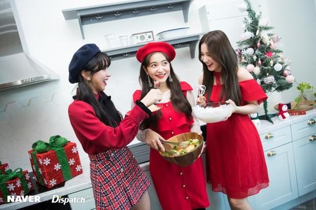 Bộ ảnh Giáng sinh của hội em út gây tranh cãi: Đẹp là thế, nữ thần lai Nancy lép vế trước mỹ nhân TWICE, Red Velvet - Ảnh 1.