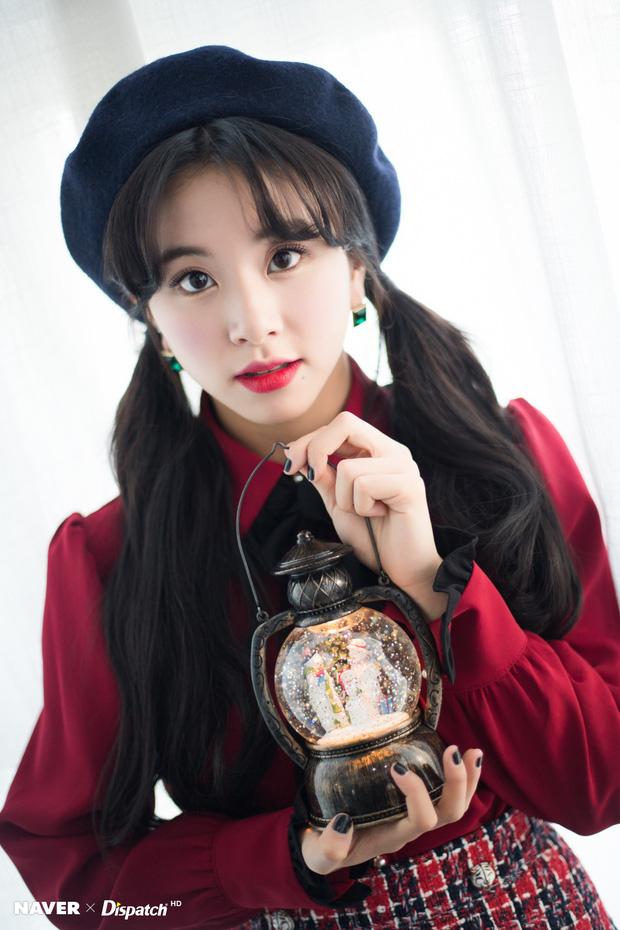 Bộ ảnh Giáng sinh của hội em út gây tranh cãi: Đẹp là thế, nữ thần lai Nancy lép vế trước mỹ nhân TWICE, Red Velvet - Ảnh 9.
