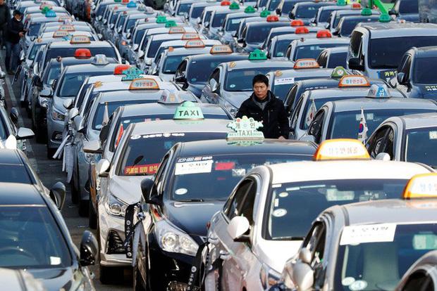 Hàn Quốc: 50.000 tài xế biểu tình phản đối taxi công nghệ - Ảnh 1.