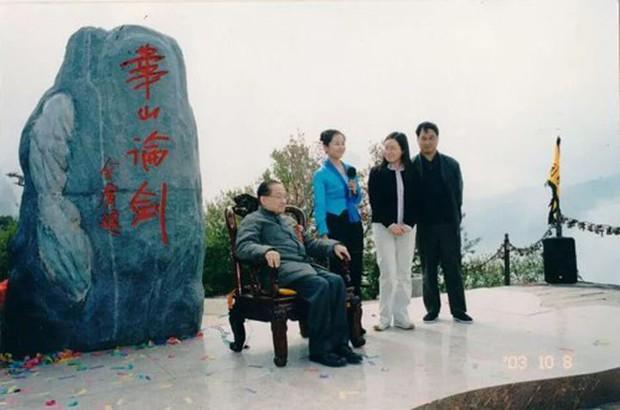 Kim Dung phải đổi tên kẻ đã cướp đi cái ngàn vàng của Tiểu Long Nữ trong Thần Điêu Đại Hiệp vì lý do này! - Ảnh 1.