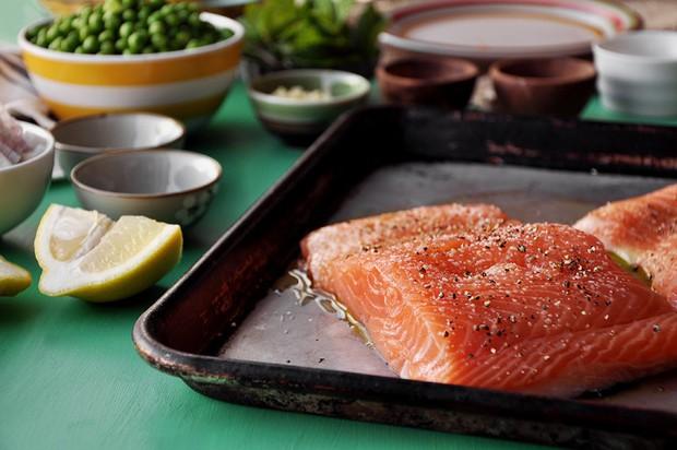 Để đôi mắt luôn sáng khỏe, tinh tường thì đây là những loại thực phẩm mà bạn nên bổ sung thường xuyên - Ảnh 3.