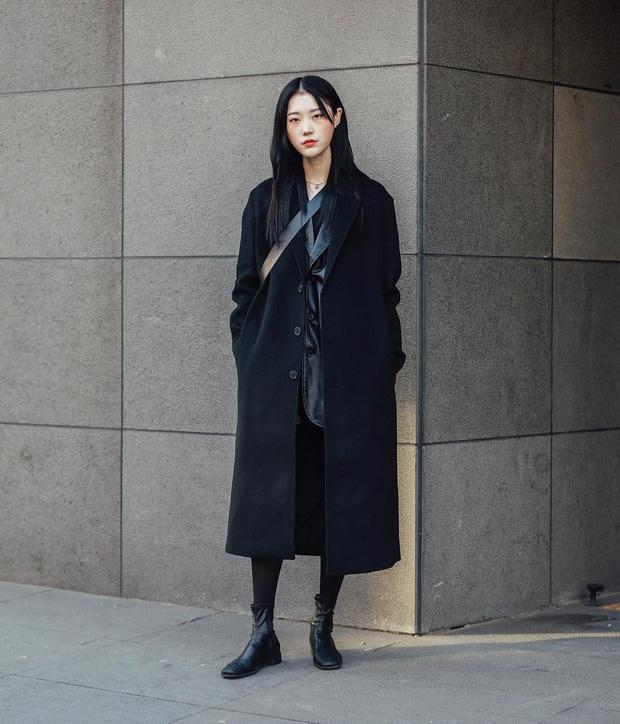 Nếu đã chán cách ăn mặc basic, bạn hãy xem ngay street style không đụng hàng mà lại dễ áp dụng của Hàn - Ảnh 10.