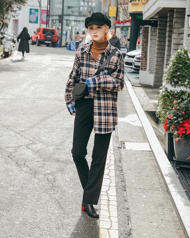 Nếu đã chán cách ăn mặc basic, bạn hãy xem ngay street style không đụng hàng mà lại dễ áp dụng của Hàn - Ảnh 3.