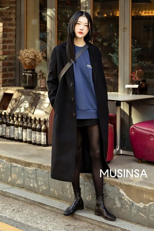 Nếu đã chán cách ăn mặc basic, bạn hãy xem ngay street style không đụng hàng mà lại dễ áp dụng của Hàn - Ảnh 4.