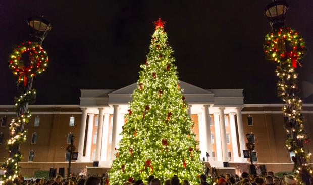 Choáng ngợp khung cảnh Noel ở các trường ĐH: Con nhà giàu sướng thật, đón Giáng sinh cũng chảnh hơn người! - Ảnh 1.