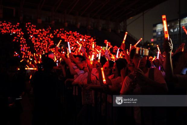 Minh Hằng và Khả Ngân lên đồ cực chất, dàn sao Việt đình đám cầm lighstick sẵn sàng quẩy trong liveshow Đông Nhi - Ảnh 20.