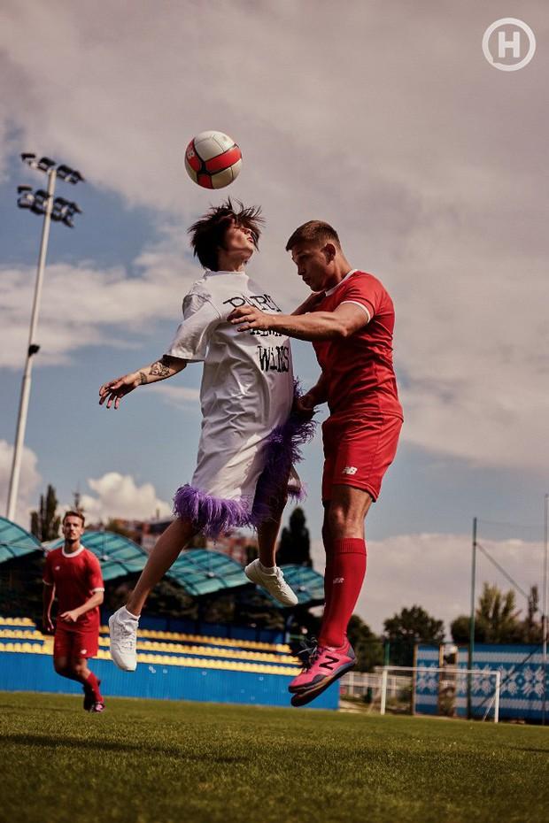 Next Top Ukraine: Đi đá bóng mà mặc đồ như... dự sự kiện, không sợ vấp váy té hay sao? - Ảnh 7.