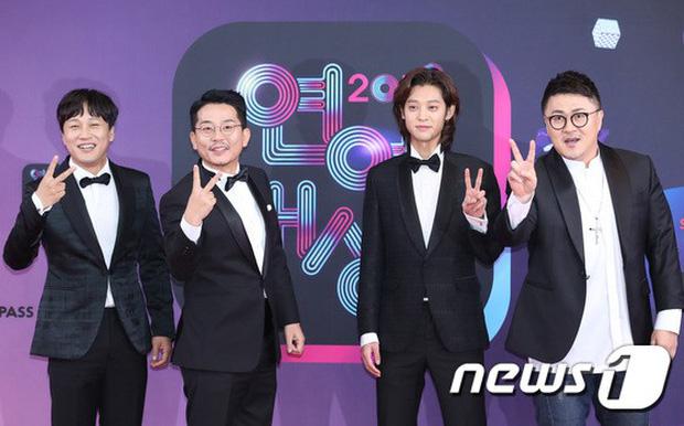 Thảm đỏ KBS Entertainment Awards: Vợ Lee Dong Gun lấn át dàn mỹ nhân sexy, cặp vợ chồng trẻ nhất Kpop xuất thần - Ảnh 24.