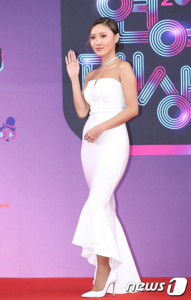 Thảm đỏ KBS Entertainment Awards: Vợ Lee Dong Gun lấn át dàn mỹ nhân sexy, cặp vợ chồng trẻ nhất Kpop xuất thần - Ảnh 11.