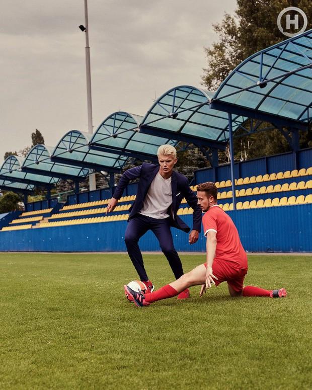 Next Top Ukraine: Đi đá bóng mà mặc đồ như... dự sự kiện, không sợ vấp váy té hay sao? - Ảnh 11.