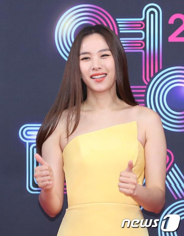 Thảm đỏ KBS Entertainment Awards: Vợ Lee Dong Gun lấn át dàn mỹ nhân sexy, cặp vợ chồng trẻ nhất Kpop xuất thần - Ảnh 7.